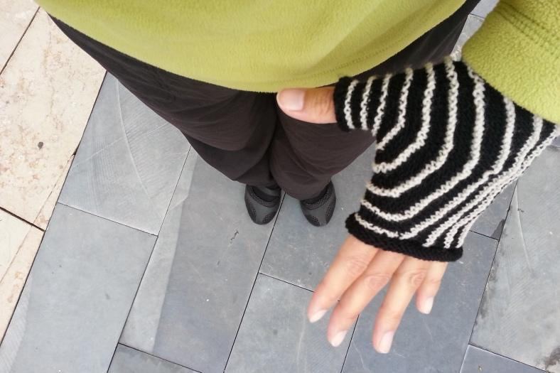 Aina fingerless mittens - free knitting pattern