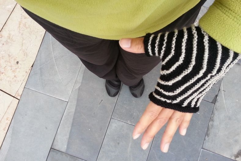 Aina fingerless mittens - free knitting pattern